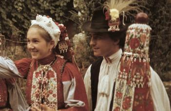 Mi mindent hordhatott egy mérai nagylány nagyünnepkor?